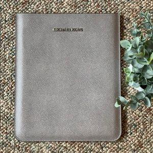 ⭐️Host Pick⭐️ Michael Kors iPad case